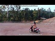 Lära sig thailändska ställningar som får henne att komma