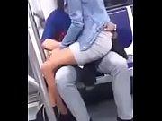 novios follan en el metro