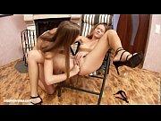 порно видео госпожа дает золотой дожодь рабу
