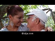 Velho com novinha boa toda - http://www.caiunozap.com/
