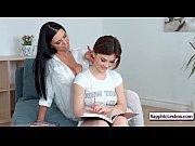 смотреть видео порно онлайн мама с дочкой дома одни