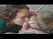 Madre e la sua amica pompino e sborrata in bocca