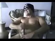 macho com boina e oculos Thumbnail