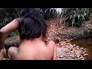 E amante en el rio de espalda montando y gimiendo 2da parte