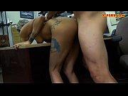 Masturbation sous la table rencontre de plan cul