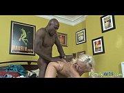 мужик ебет двух пидоров в жопу по очереди видео
