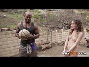 Etudiants suedois nu et chaud homme qui bande devant une femme nue