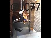 cojiendo detr&aacute_s de la puerta