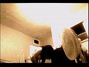 тампон торчит у гимнастки из пизды