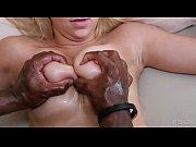порно парень лижет пизду группе девушек