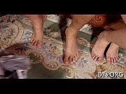 голые девушки с поднятой ногой фоткают себя