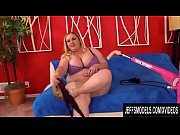 Plumper Babe Nikky Wilder Gets Her Shaved Pussy Plowed by a Fucking Machine