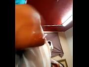 Avion seins la fille se met a poil devant frere
