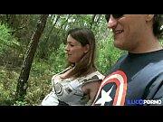 stephanie se fait prendre dans les bois, enceinte.