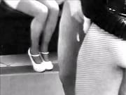 Bourgeoise lesbienne porte jarretelle salope