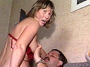 видео как мужик трахает телку через трусы