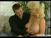 big tited blonde brings her clit.