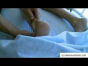 Видео красивая голая женщина открывает папку