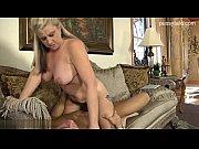 порно видео девушка играет с собой