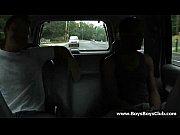 Femme à quarouble suceuse chienne suce