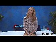 девка запихивает бильярдные шары подруги анал порно видео