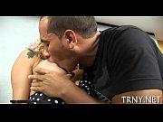 sex-addicted tranny finds a shlong