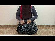 arab hot shemale in hijab plays with dildo.