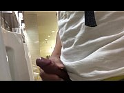 punhetando no banheiro publico