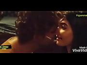 Hrithik Roshan and Pooja Hegde Hot Kiss In Mohenjo Daro