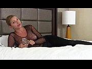 Ma fille est une salope se masturber avec un coussin