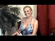 блондинка в чулках и сапогах секс домашние