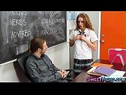 молодые девушки показывают свою фигуру одеты в одних стрингах