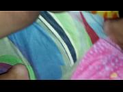 Esposa urgida se mete los dedos de guatemala