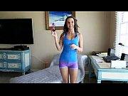 dillion harper sola ante la webcam