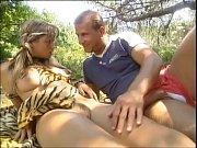 парень трахает девушку у нее дома