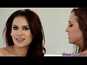 lesbian hottie eats pussy