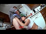 Deux nanas massent et baise porno chatte ejacule