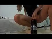 bucetao engolindo garrafa de 2 litros