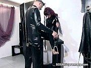 русская девушка сосет огромный член