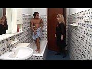 зрелый мужик в бане купаются