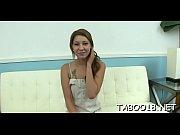 Chloe la salope deux copines se masturbent
