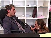 La segretaria per farsi perdonare del ritardo deve dare il culo al direttore