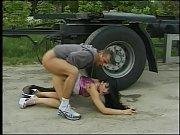 сексуальная мачеха учит свою сексуальную дочь ебаться с парнем