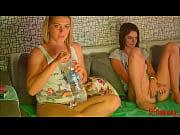 Deux filles se caressent il l encule a sec