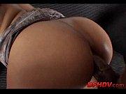 Femme nue attachée chasse a la pute