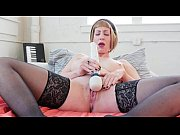 milf starlette vibrates her cooshie