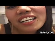 thai hussy gives a great oral.