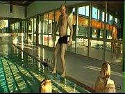 3 deutsche milfs im &ouml_ffentlichen schwimmbad.