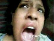 Ouvre ta bouche salope jeune fille en collant