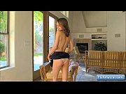 Secretaire nue fille brune sexy